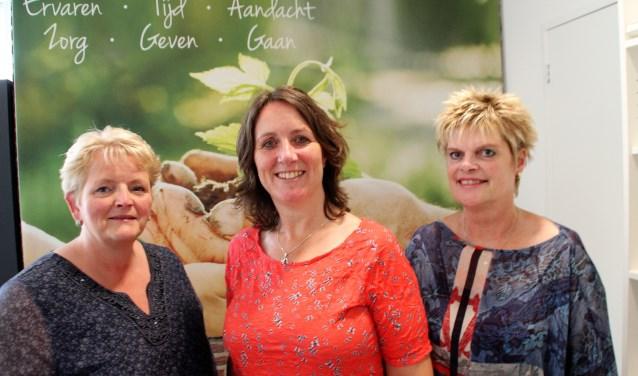 Marian van Ommen, Maaike Mazier en Greet Huijsing verhuizen met Marit Hofman (niet op de foto) naar Veluvine. Foto Dick Baas