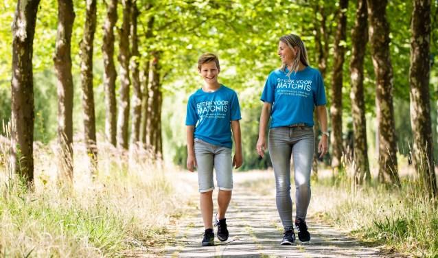Billy van Dommelen (12) en zijn moeder Cindy lopen de Nijmeegse Vierdaagse voor Stichting Matchis. Foto: Yuri Floris Fotografie