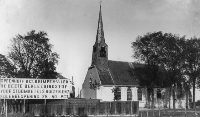 Een bord van Speenhoff achter de kerk.