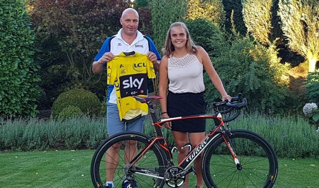 """""""Ik volg het wielrennen, dat wordt ook wel gestimuleerd door mijn vader"""", aldus miss Happy Dog Marjella."""