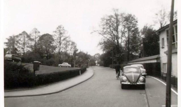 De Prins Bernhardstraat aan het begin van de jaren '60. In de jaren ervoor heeft de straat heel wat andere straatnamen gehad.