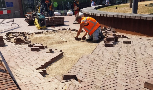 Stratenmakers leggen stenen op Cadenzaplein