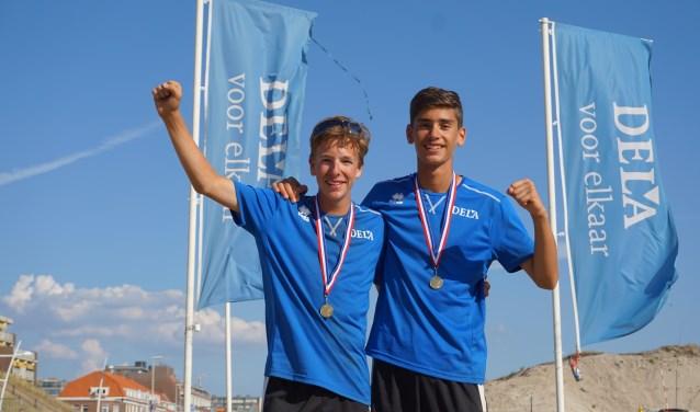 Jari en Jorgos na winnen van de titel op het het open NK Beachvolleybal.