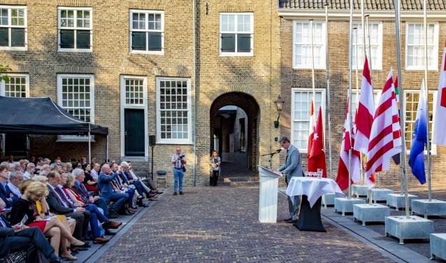 Onder meer burgemeesterWouter Kolff van Dordrecht voerde het woord.