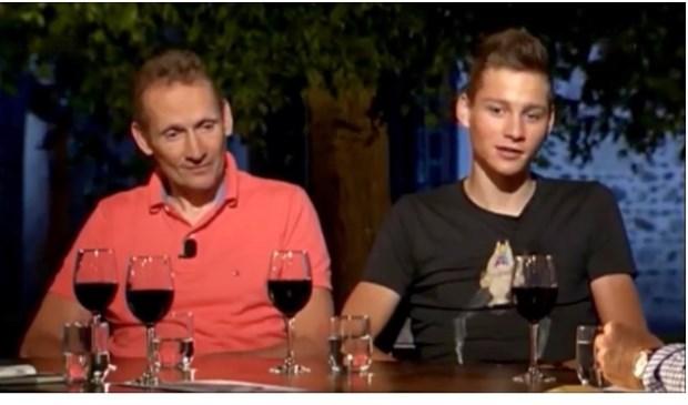 Adrie en Mathieu van der Poel aan tafel bij de Avondetappe van de NOS.