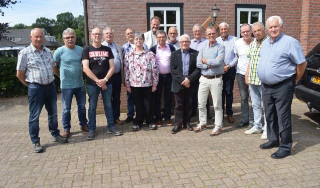 De gehuldigde FNV jubilarissen samen op de foto