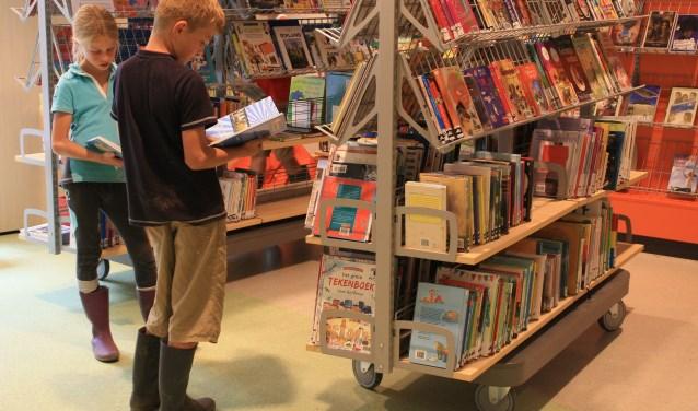 Met de Zomerleesrace daagt de bibliotheek basisschoolleerlingen uit om tijdens de grote vakantie vooral te blijven lezen. Kijk voor meer informatie op www.bibliotheekrivierenland.nl.