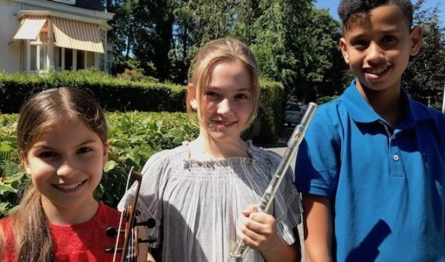 Adinda van Delft (l) is samen met Sarah van der Lijke en Joël Hillebrandt uitgekozen om op te treden op het Kinderprinsengrachtconcert.