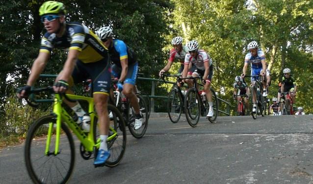 Op maandag en woensdag rijden de renners hun rondjes op het mooie clubparkoers. (Foto: Persgroep/gsv)