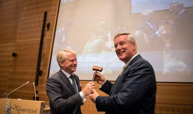 Waarnemend Commissaris van de Koning Boele Staal droeg de voorzittershamer over aan Andries Heidema.