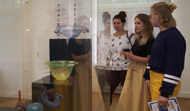 Er is voldoende tijd omeen bezoek aan het erfgoed op de route te brengen, ook aan het Nationaal Glasmuseum.