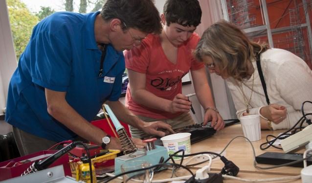 Ruim 65% van alle meegebrachte spullen wordt met succes gerepareerd in een Repair Café! FOTO: Met dank aan Milieu Centraal.