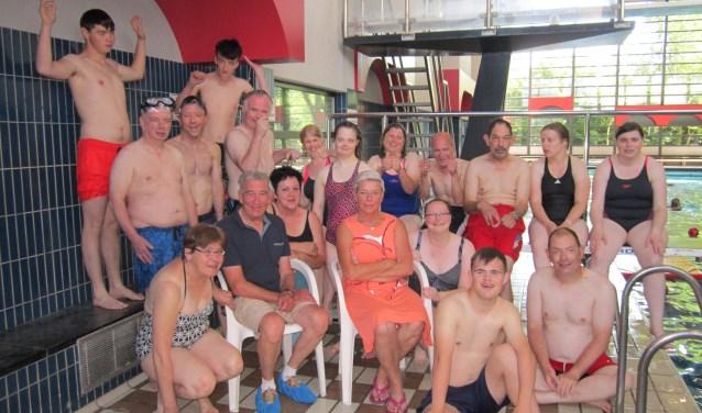 De zwemmers van Bijzonder Actief vormen een heel diverse groep, in leeftijd variërend tussen de 20 en 61 jaar.