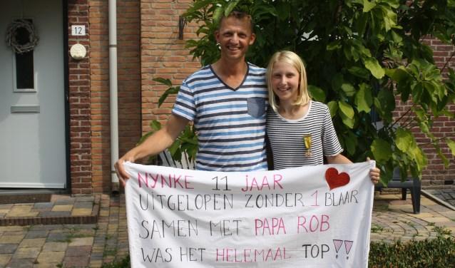 Robert en Nynke van Zon. Nynke liep samen met 99 andere jonge deelnemers namens het #Vteam. www.vteam.tv [Foto: Carola Rietdijk]