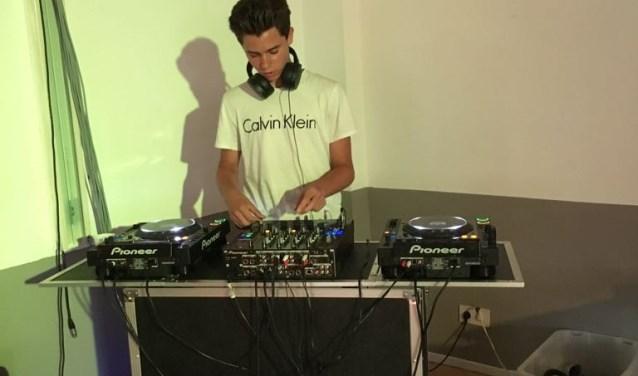 DJ Jeffz wist de stemming er weer goed in te krijgen (Foto: PR)