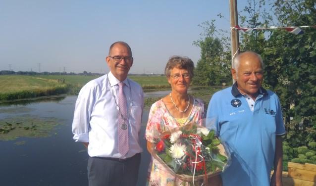 De echtelieden uit Wijngaarden kregen de hartelijke felicitaties overgebracht. (Foto: Privé)