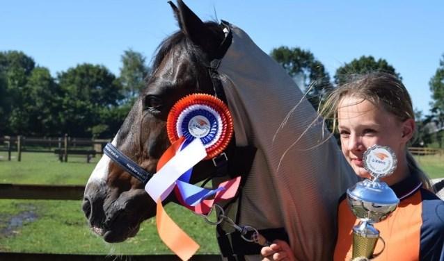 Pien Junggeburth en haar pony Veldheer zijn Kringkampioen springen in de klasse C-L..