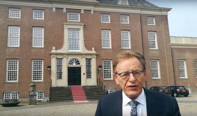 Burgemeester Koos Janssenheeft het voortouw genomen en een filmpje gemaakt voor Slot Zeist.