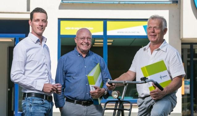 Jaap-Jan Broer (links) met de Amersfoortse ondernemers Lex van Garderen (midden) en Harry Settels (rechts). (Foto: Patrick Siemons)