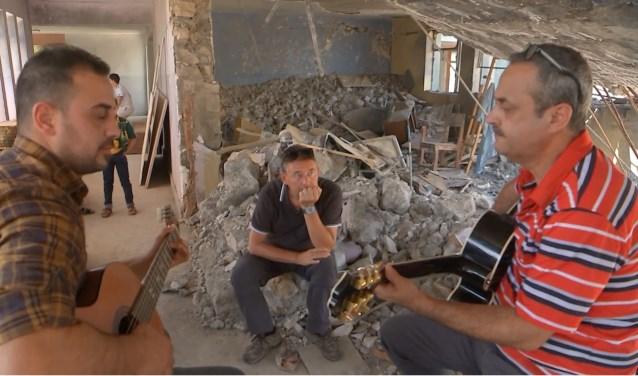 Rudi Vranckx leverde zelf 120 instrumenten af in een door IS verwoeste muziekschool in Mosul.