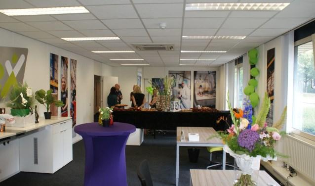 Het nieuwe kantoor, in het Huis van de Logistiek op bedrijventerrein Vossenberg, nog in feeststemming