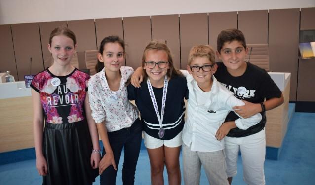 Het kindercollege. Van links naar rechts: Iris de With, Nora Kudair, Lisa van der Burgh, Max Merijn Terpstra en Necati Özel.