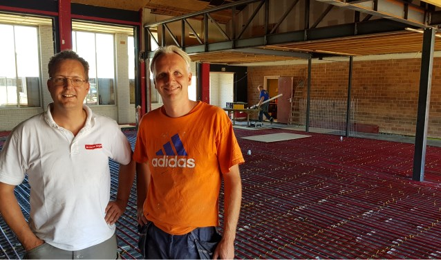 Erik Grevers (links) en René Grevers coördineren onder andere de bouwwerkzaamheden.