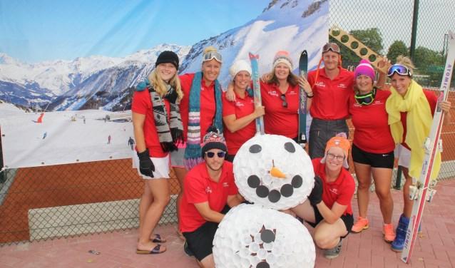 De open toernooicommissie van het Aarlandentoernooi is uitgedost voor het thema van de week: Wintersport.