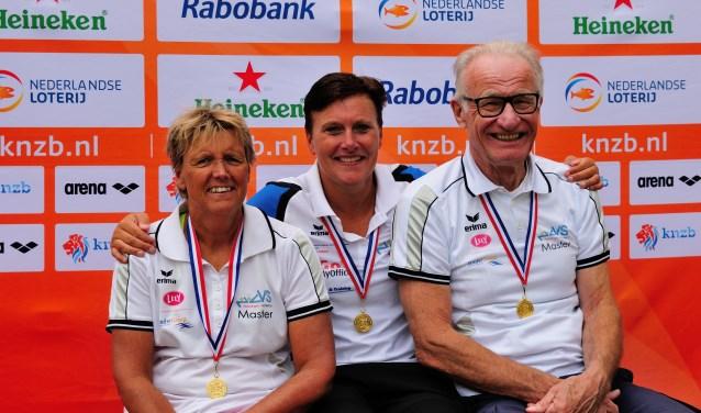 Het gouden trio van ZVVS op de Open Nederlandse kampioenschappen open water zwemmen. (Foto: Jos Dinkelberg)