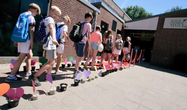Leerlingen van de Watermolenschool beginnen samen met de leerlingen van de Ni'je Veste De Wheme volgend jaar op 'hun nieuwe school. Foto: Eveline Zuurbier