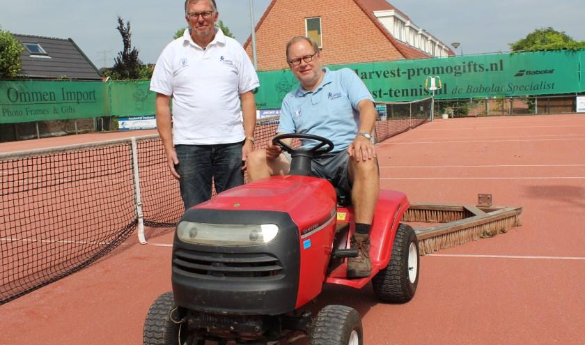 Aad Buitelaar en Jan Hendrik Neet: acrtief als groundsmen a.i. en met het open toernooi.