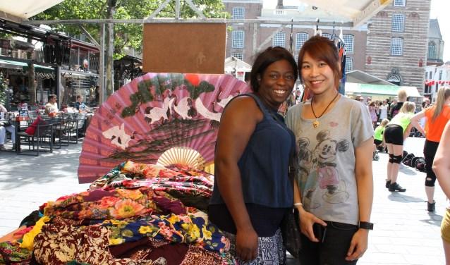 Bij Kleurrijk Goes ontmoeten verschillende culturen elkaar en maken daar een vrolijke happening van. FOTO: Leon Janssens