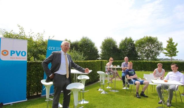 Burgemeester Toon van Asseldonk is er trots op dat Overbetuwe een veilige gemeente is. (foto: Kirsten den Boef)
