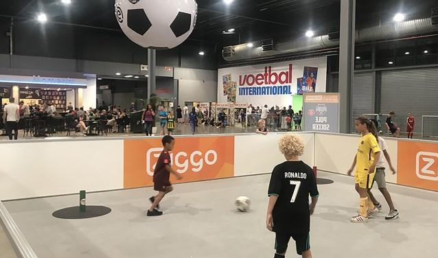De Jaarbeurs was afgelopen weekend het decor van het VoetbalFestival waar honderden kinderen hun skills konden laten zien