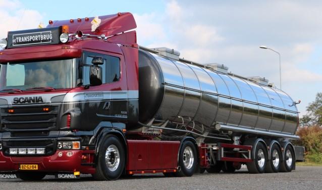 Deze vrachtwagen van transportbedrijf De Transportbrug uit Nijkerk maakt kans om verkozen te worden tot Mooiste Truck van Nederland.