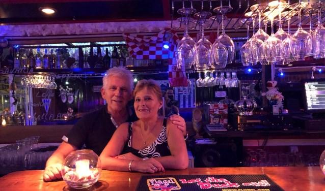 Wim en Carin uit Son en Breugel in hun café-bar genaamd De Brabander.