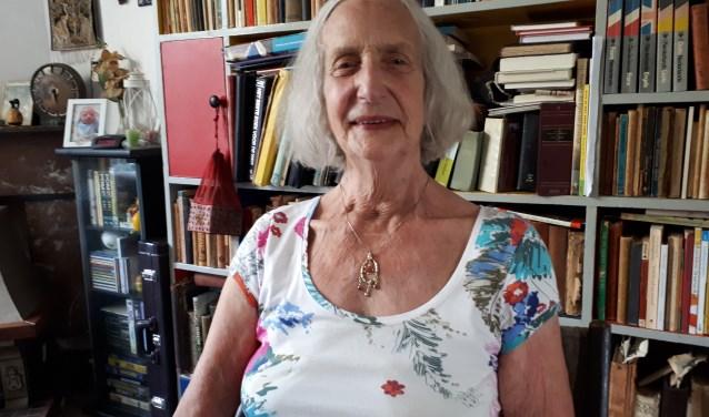 88-jarige inwoonster Rita van den Dikkenberg is nog zeer ondernemend. FOTO: Maarten Bos