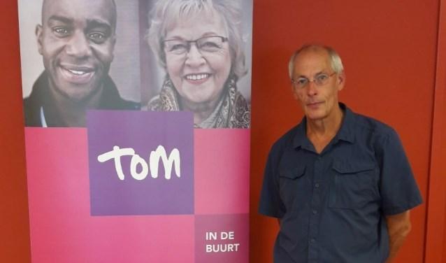 Wijkcoach van Tom in de Buurt, Casper Jansen, regelt de verschillende vervoerssoorten bij Tom.