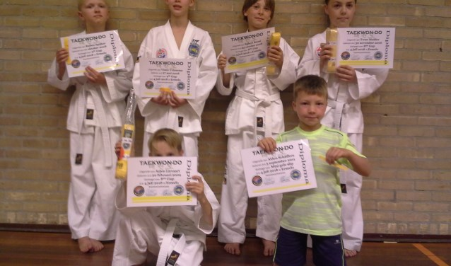 Op de bijgevoegde foto staan de examen kandidaten.