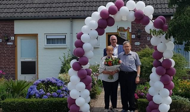Het echtpaar kreeg bezoek van locoburgemeester Jilisen van de gemeente Cuijk.