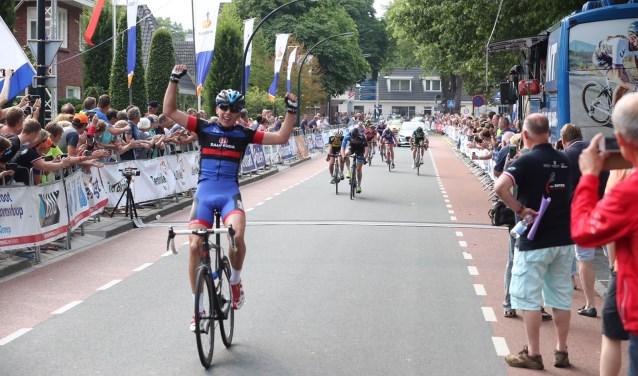 Jelle Bootsveld uit Heino wint de Ronde van Twente in 2017. Foto: Sportfoto/Dick Soepenberg.