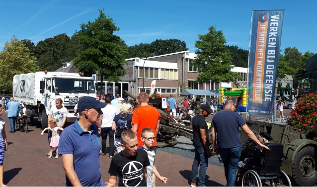 Regionale Veteranendag Ermelo, Raadhuisplein