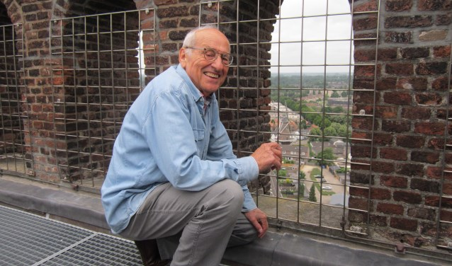 Gepassioneerd vertelt Gerrit Eijsvogels over alles wat er te zien is (foto: Dick Hubertus)