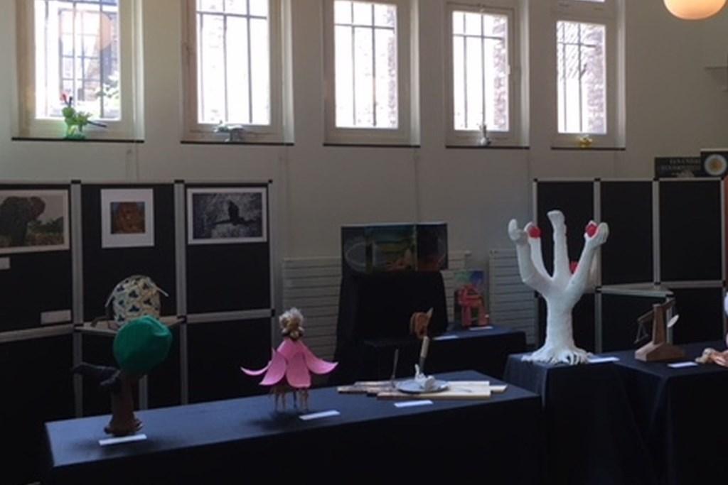 Een gedeelte van de kunstwerken in het educatorium van het museum in Den Bosch.