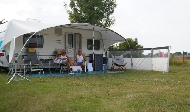 Jan en Ellie reizen in de zomer graag rond in Nederland. Als het hier kouder wordt vertrekken ze naar warmere landen.