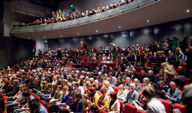 De grote zaal van theater de Veste (Foto: Maurice Haak).