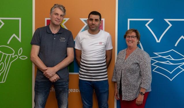 Van links naar rechts: Michel Spenkelink van Spenco, Aras en Lisette Bosch (directeur Twente Milieu).