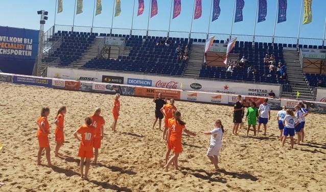 Beachsoccer Drechtsteden verlengde tijdens de finaledag in Scheveningen haar verblijf in de eredivisie.