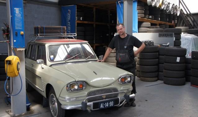 """Peter Pronkhorst van Thechno Weels heeft zelf ook een oldtimer Citroën.""""De meest vooruitstrevende innovatie kwam van dit automerk."""""""