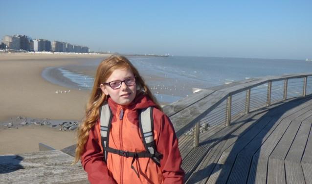 Fleur Hamelink uit Best is met haar 11 jaar een van de jongste deelnemers van de Nijmeegse Vierdaagse. Vier dagen lang wandelt zij elke dag 30 kilometersamen met het #Vteam.
